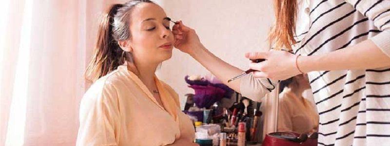 لوازم آرایش بی خطرتر در بارداری