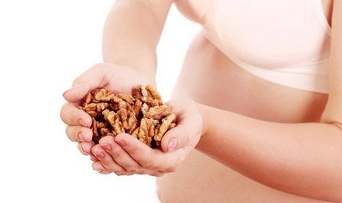 خطرات مصرف گردو در دوران بارداری